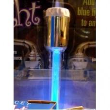 luce blu per il rubinetto del lavandino