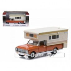 GREENLIGHT 1:64 HOBBY EXCLUSIVE - 1971 CHEVROLET C10 CHEYENNE WITH LARGE CAMPER
