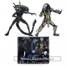 Battle Damaged Celtic Predator VS Battle Damaged Grid Alien (Alien vs Predator) Action Figure 2 Pack