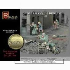 Pegasus Hobbies - German in Berlin 1945 - 1:72