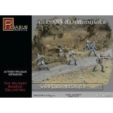 Pegasus German Fallschirmjager (40) - Plastic Model Military Figure - 1/72