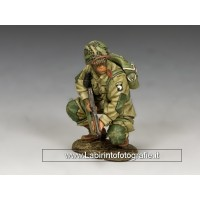 DD286 US Paratroopers Crouching Tommy Gunner (101st)