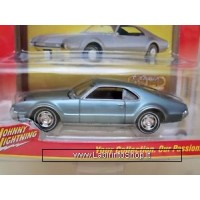 Johnny Lightning 1967 Olds Tornado Classic Gold Collection Series