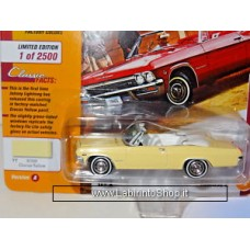 Johnny Lighting - Classic Gold - 1965 Chevy Impala Convertible - Crocus Yellow