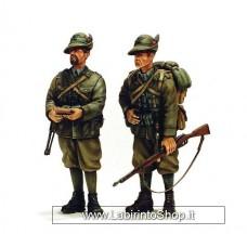 Victoria Model - 4015 Italian Alpini Captain and Private 1/35